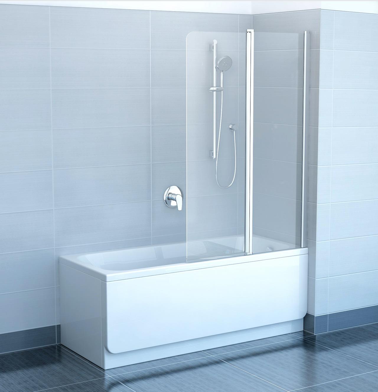 Стеклянная шторка в небольшой ванной