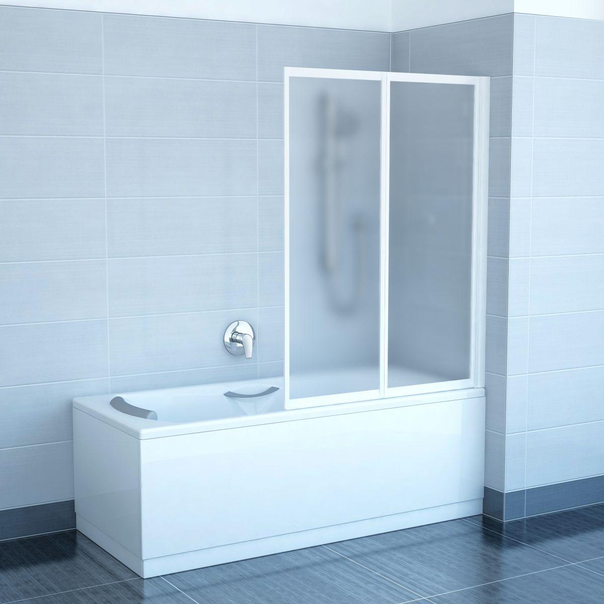 Стеклянная шторка в простом дизайне ванной