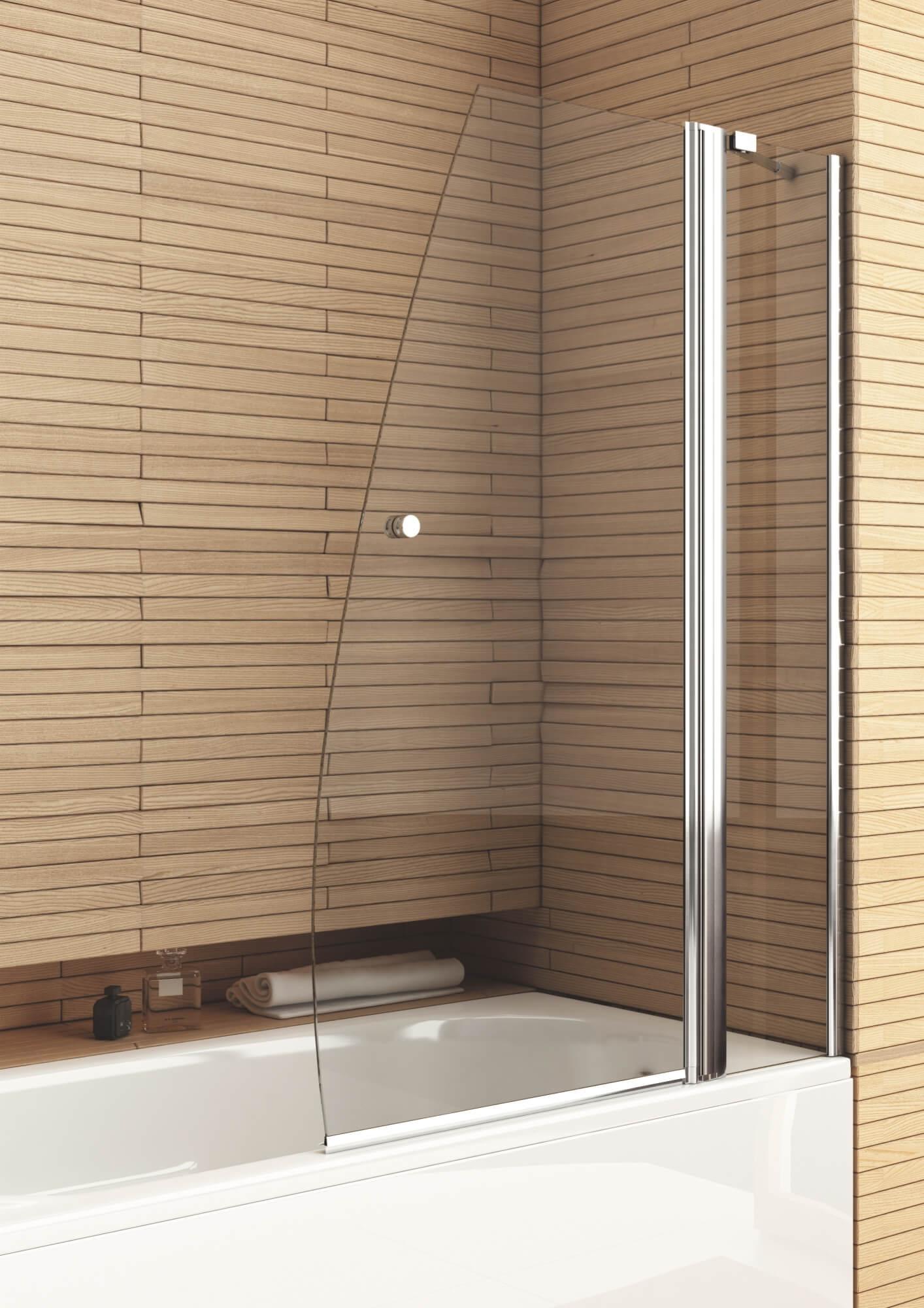Стеклянная шторка в ванной с деревянным декором