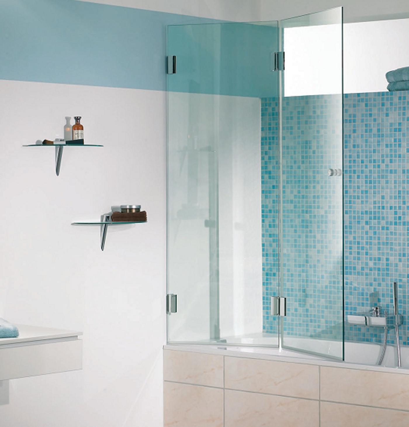 Распашная шторка из стекла для ванной