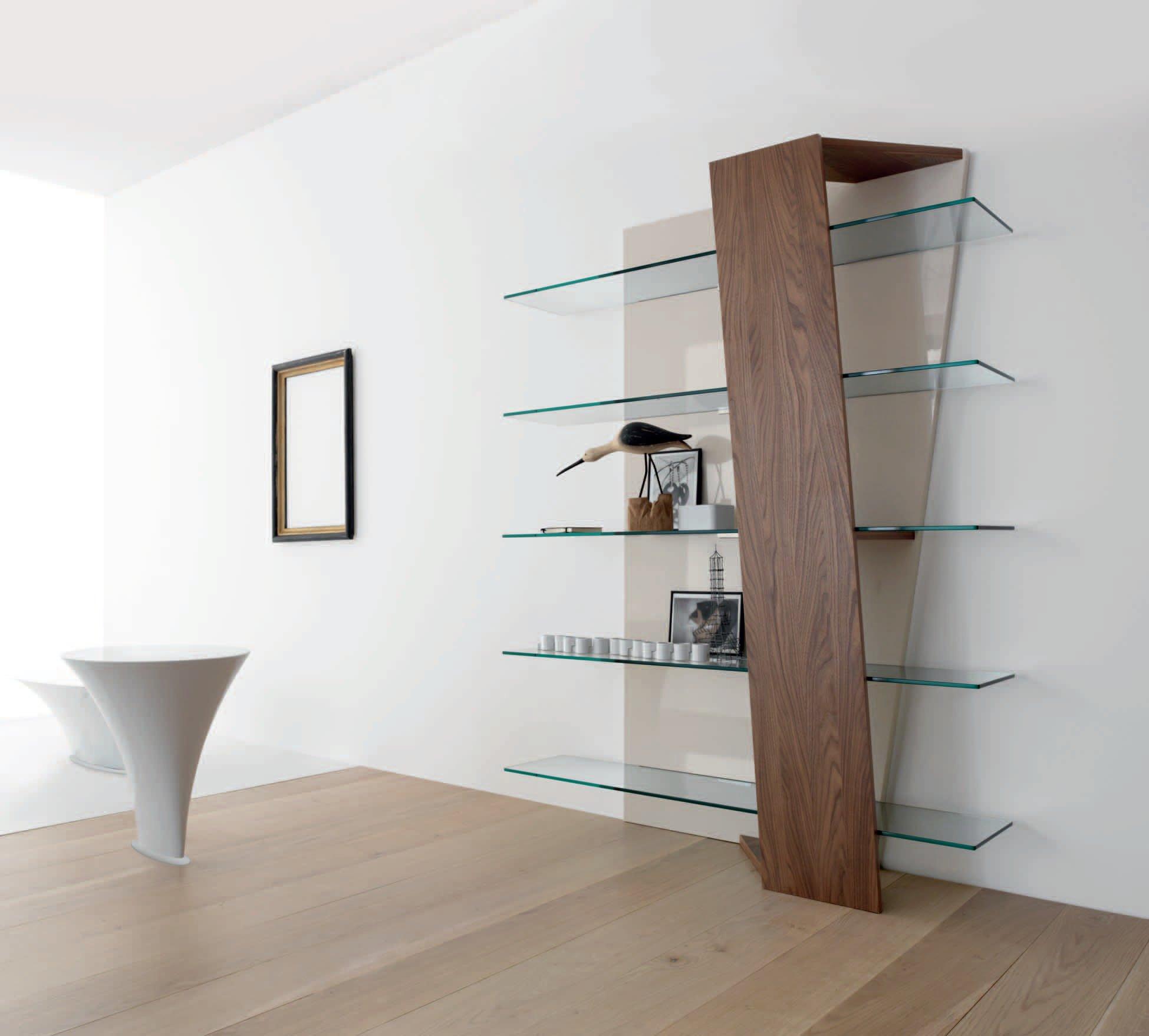 Модный стеллаж в интерьере ванной