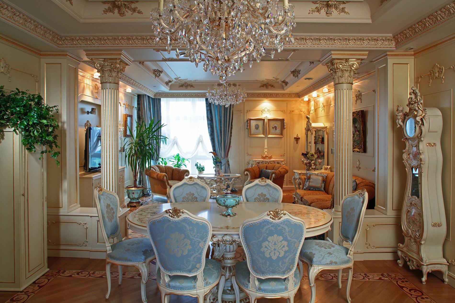Шторы в стиле рококо в гостиной-столовой