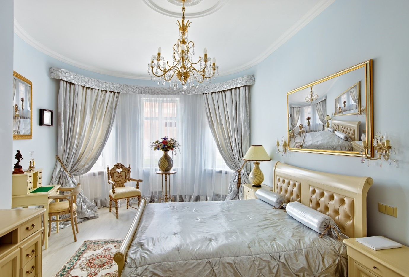 Шторы в стиле рококо в спальне