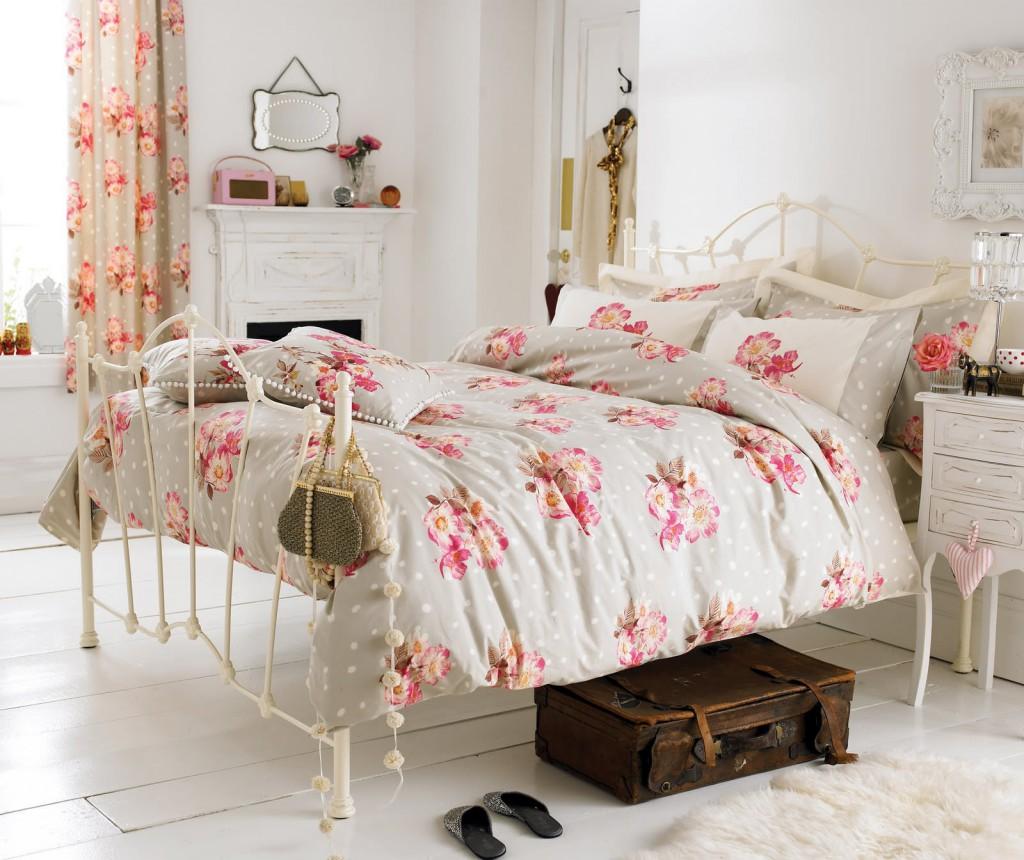 Шторы с цветами в стиле шебби-шик в спальне