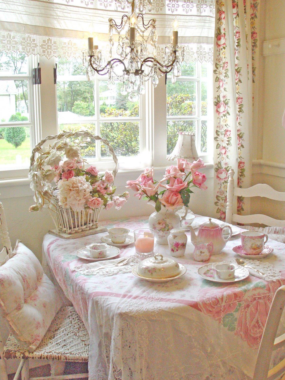 Шторы с цветами в стиле шебби-шик в столовой