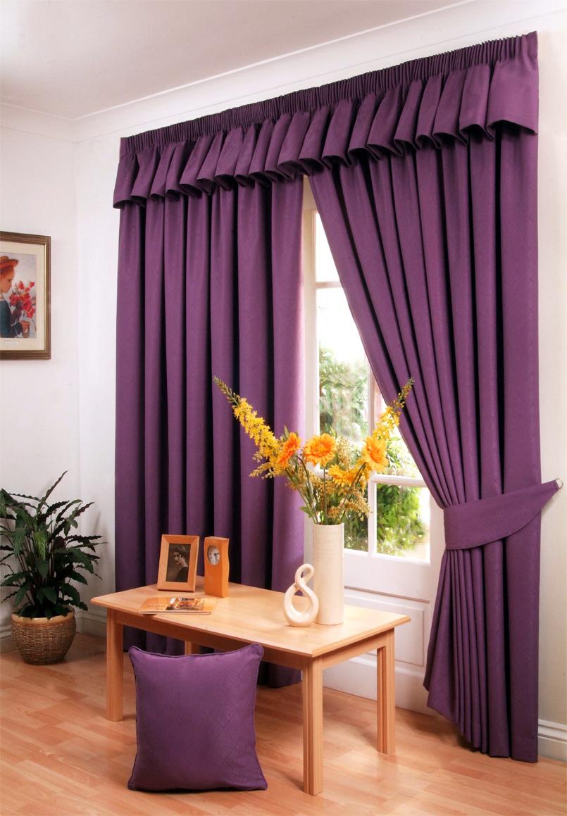 Плотные фиолетовые шторы в интерьере
