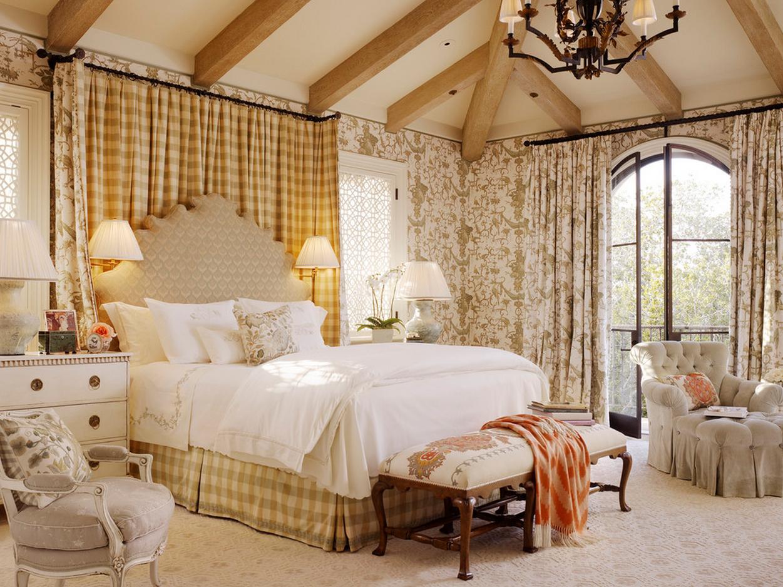 Шторы в английском стиле в спальне