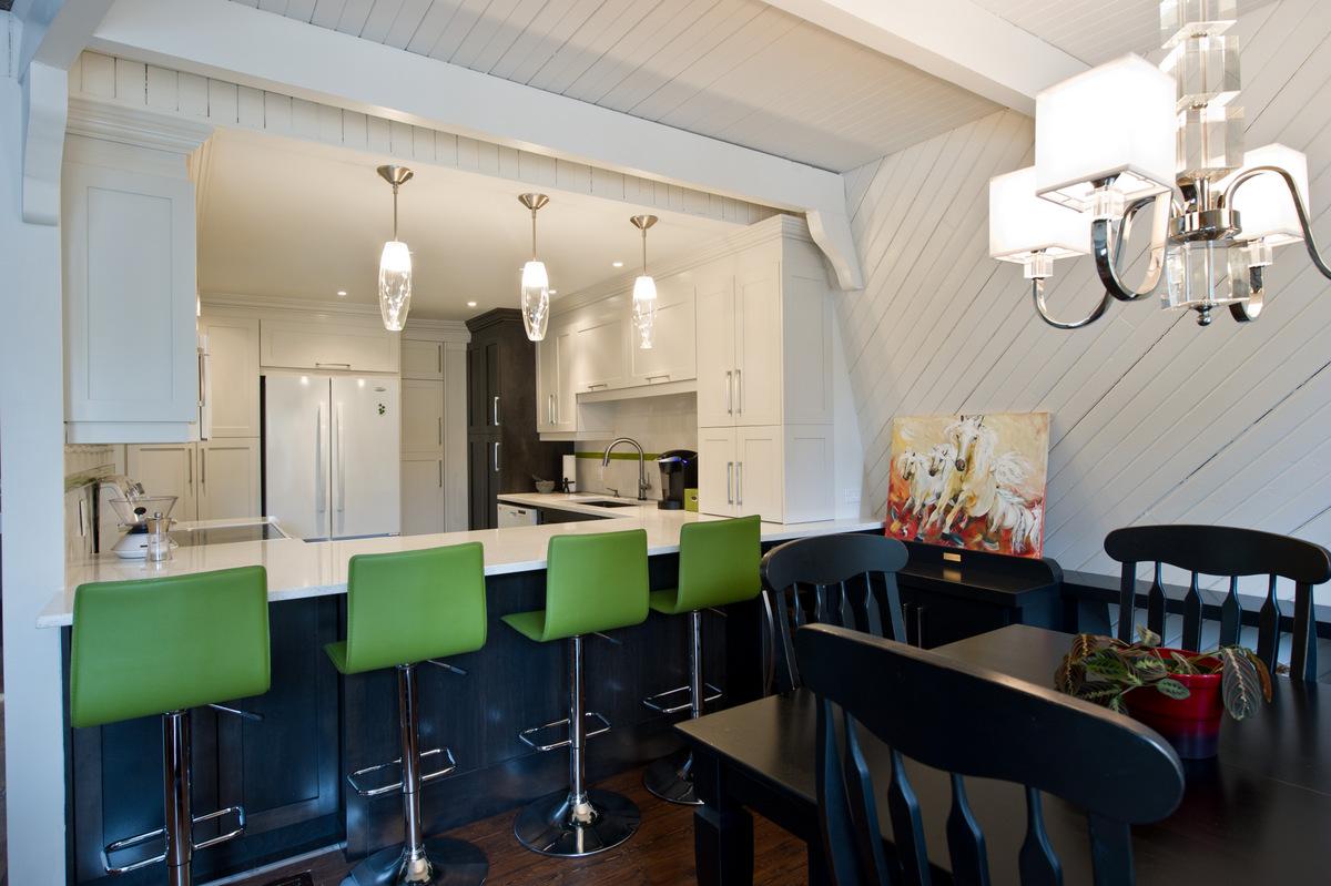 Кухня 14 кв. м со стойкой