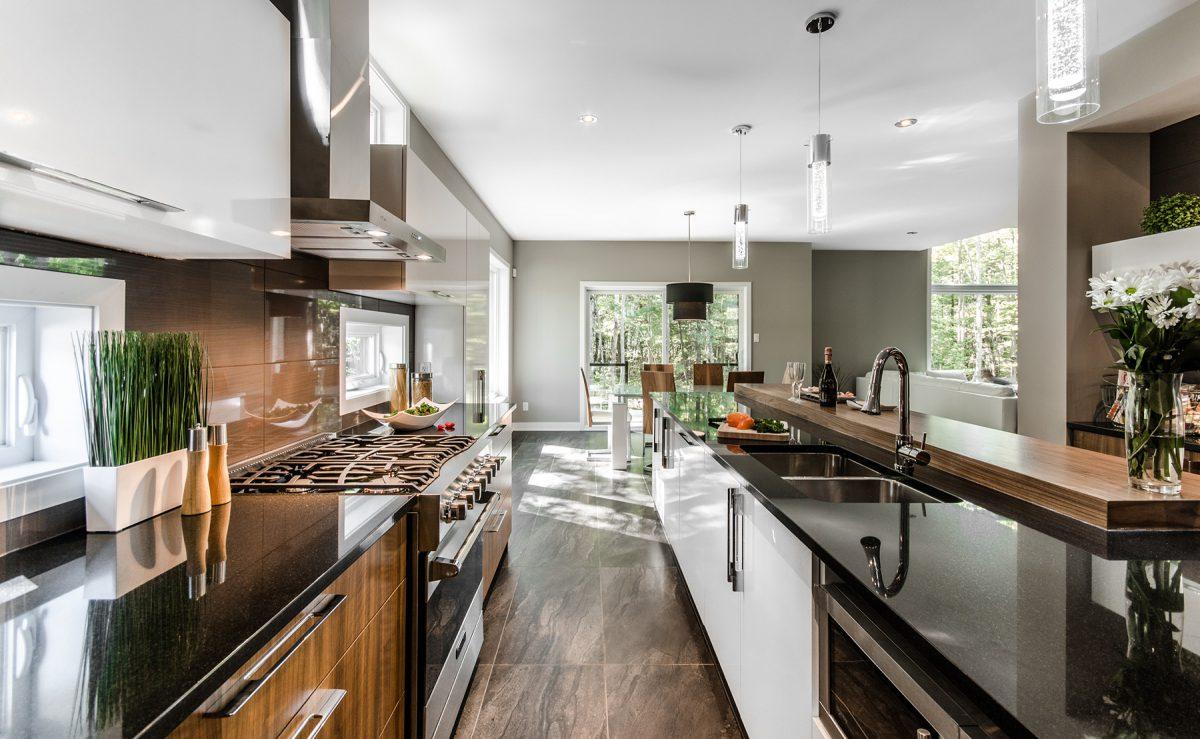 Дизайн кухни 20 кв м со столешницей из камня