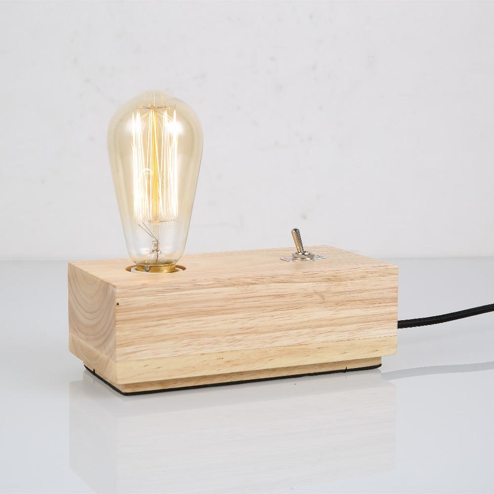 Простой деревянный настольный светильник