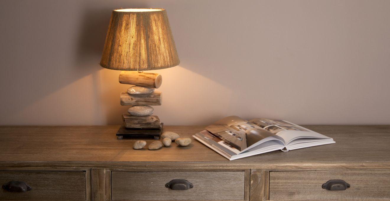 Настольная лампа из камня и дерева