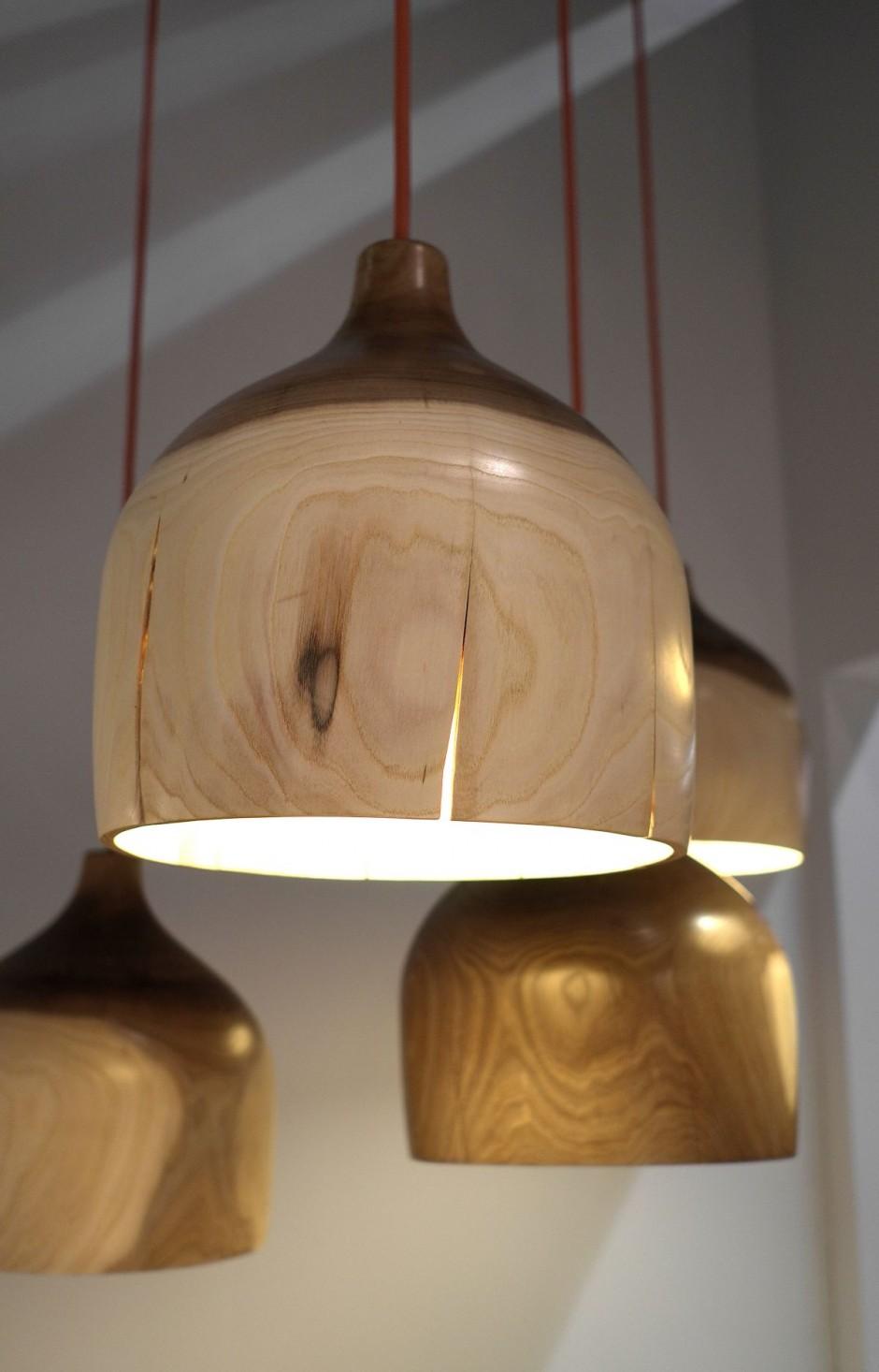 Деревянная люстра в интерьере