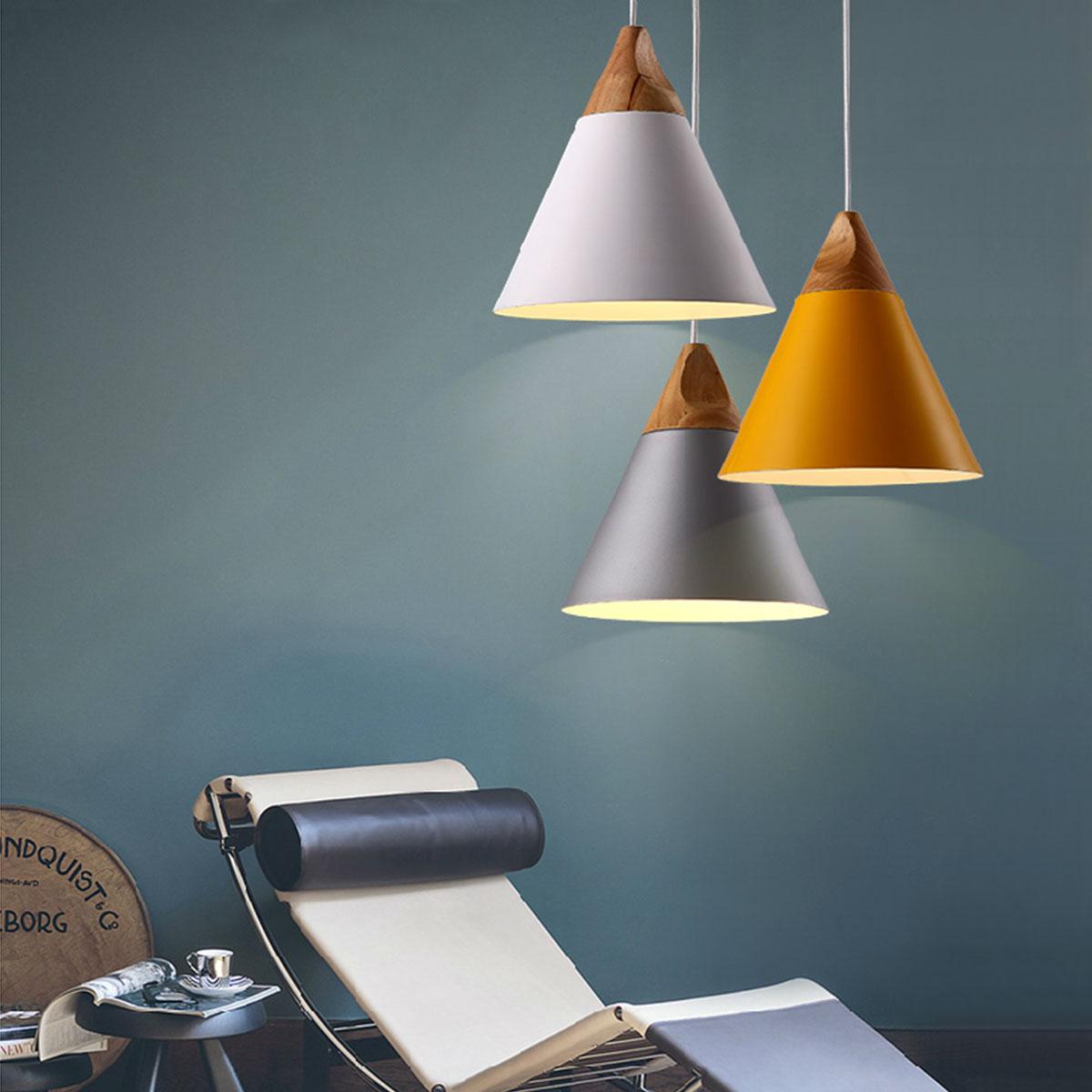 Конусообразные люстры с деревянными вставками
