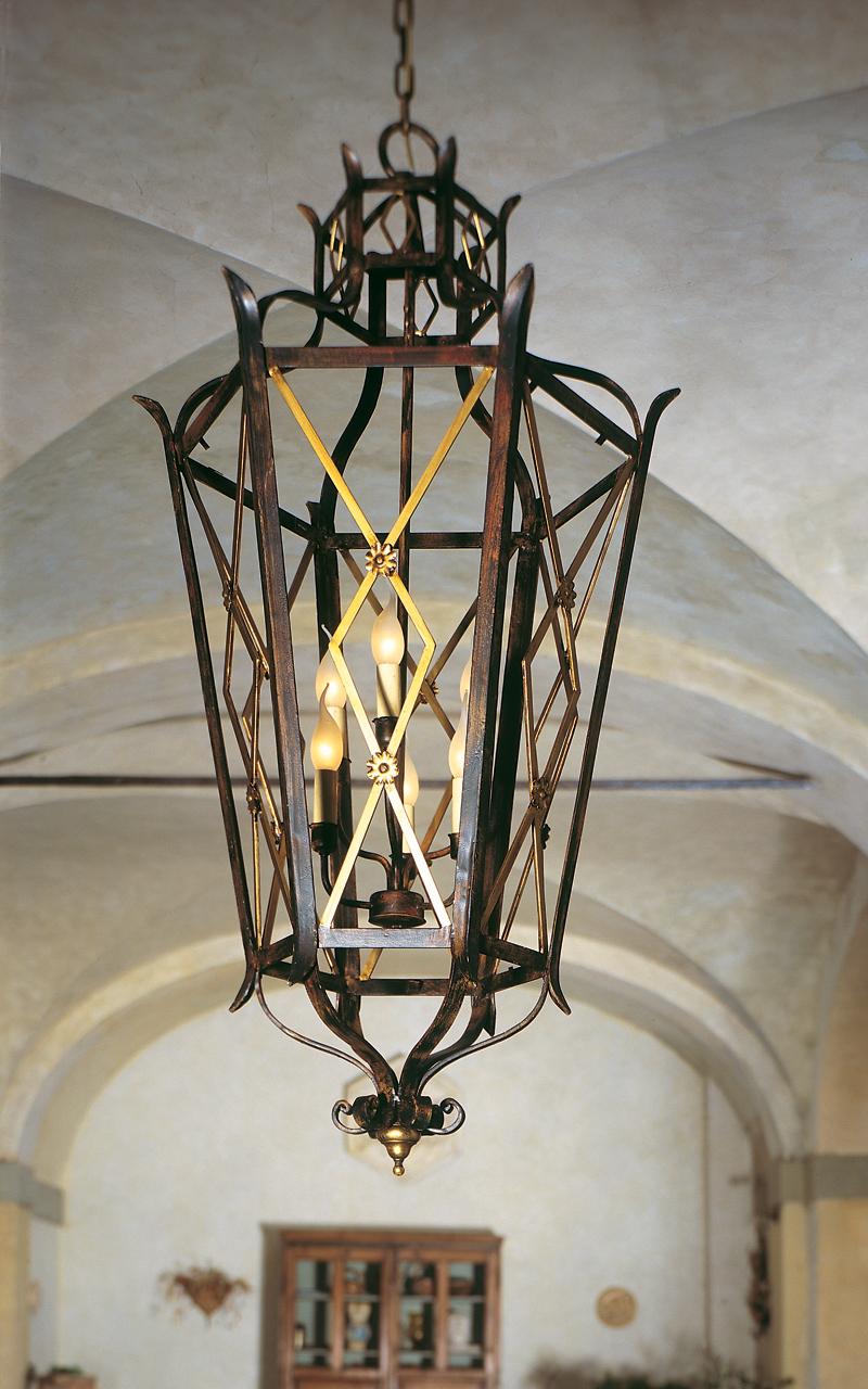 Металлический светильник в стиле классика