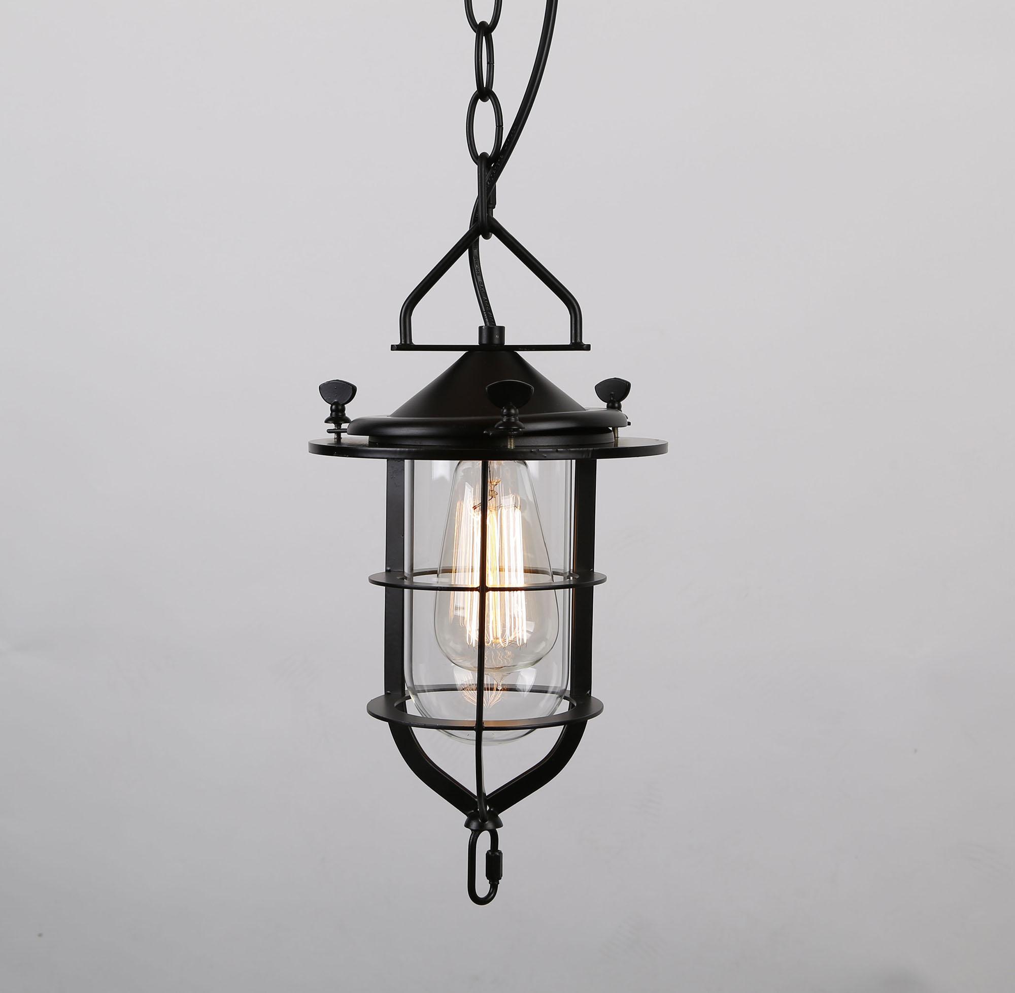 Черная подвесная лампа на цепи