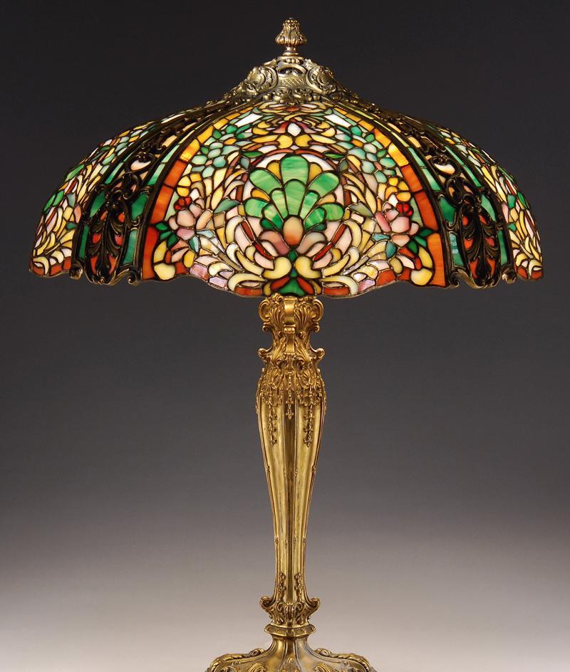 Настольная лампа в стиле модерн с разноцветным стеклом
