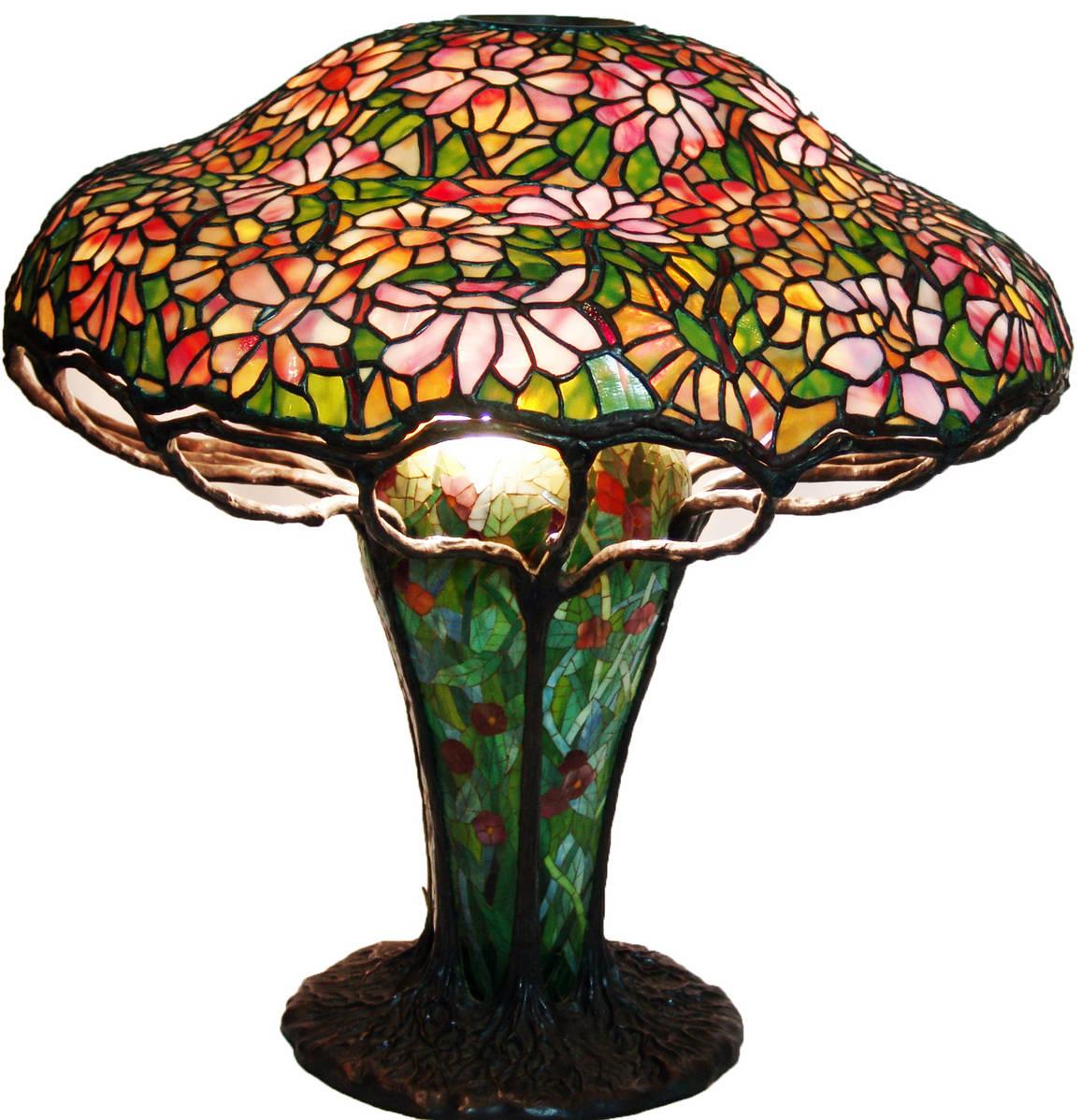 Настольная лампа в стиле модерн в витражной технике