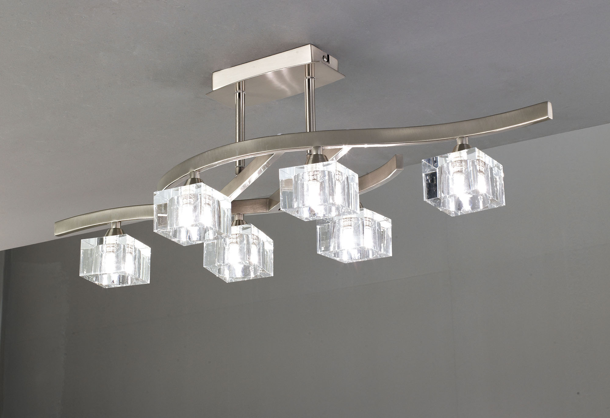 Лаконичная люстра в стиле модерн на шесть ламп