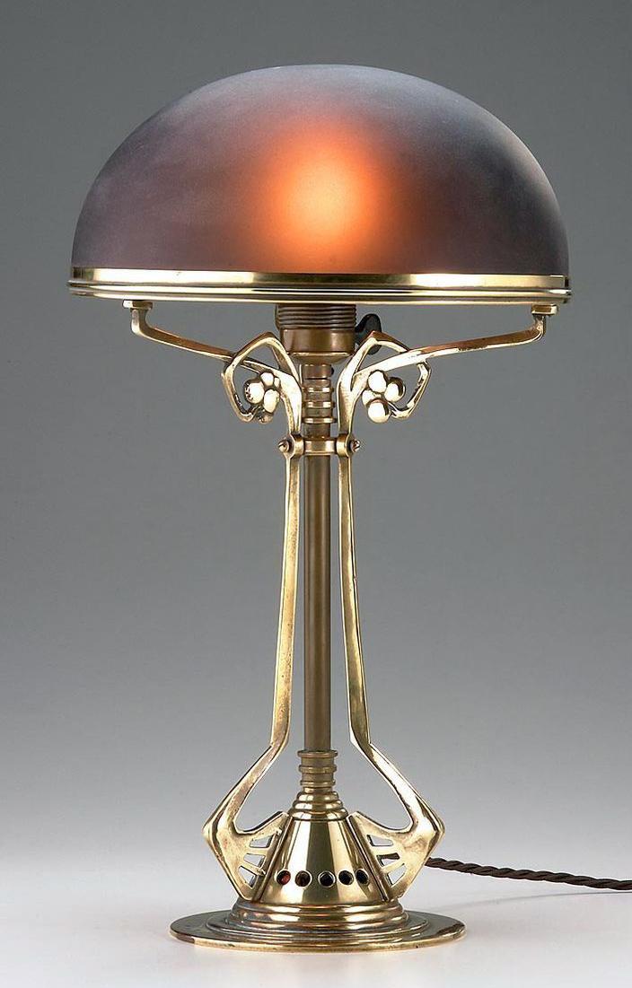 Настольная необычная лампа в стиле модерн