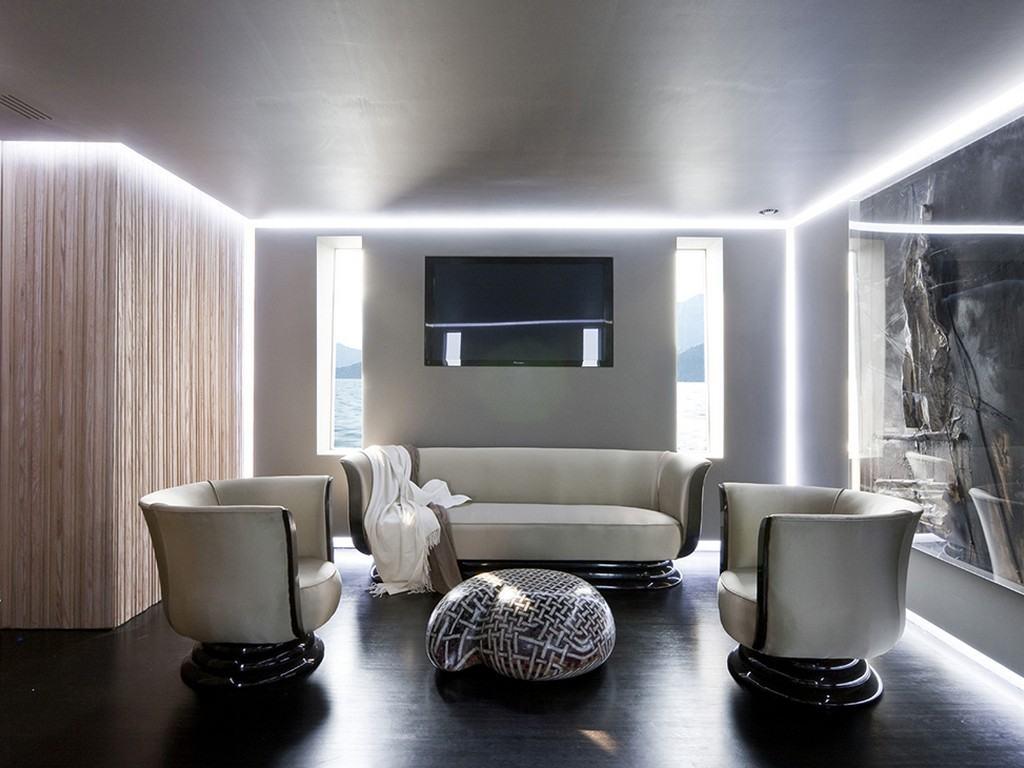 Светодиодные ленты в стиле хай-тек по периметру гостиной