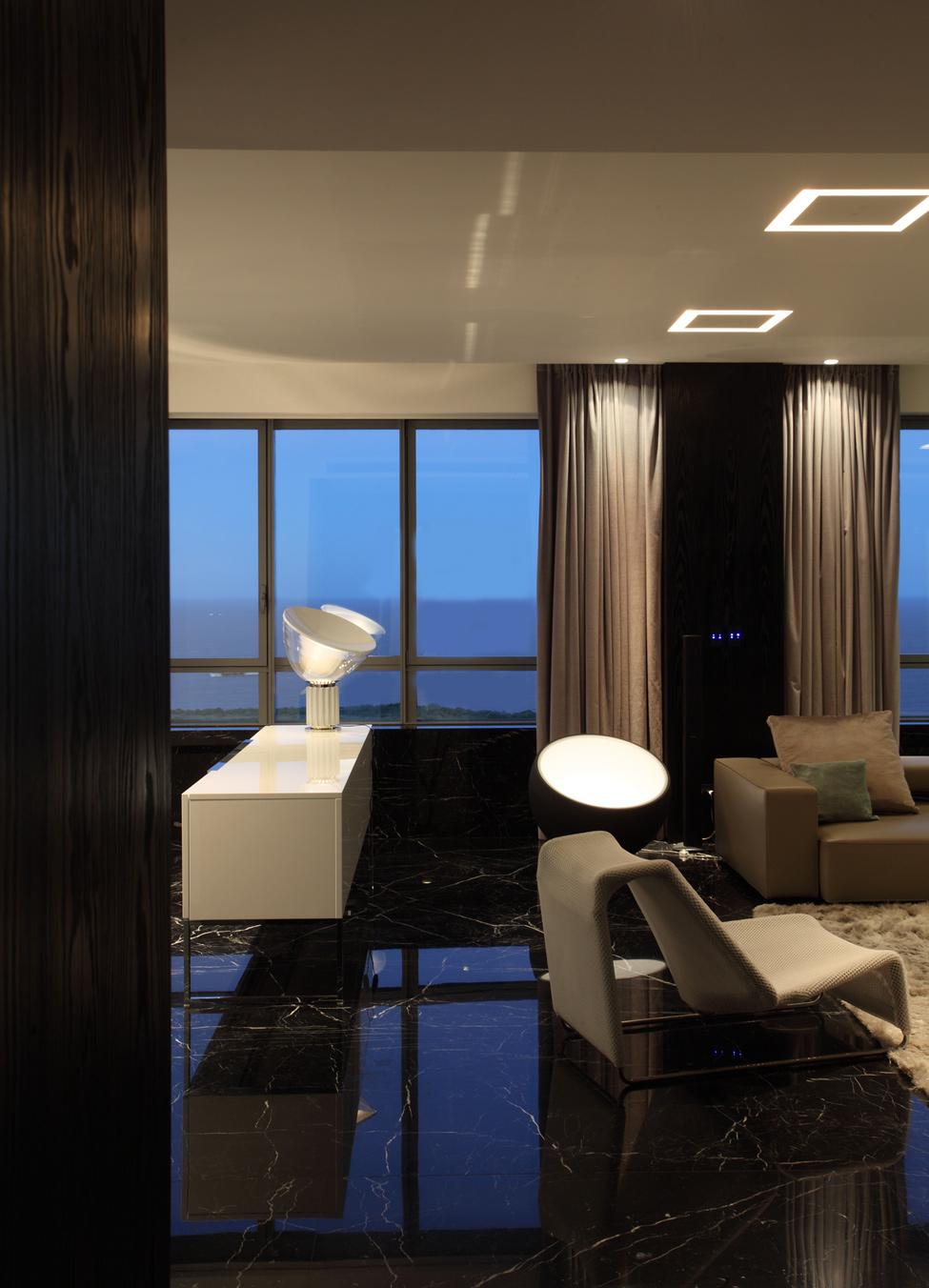 Оригинальное освещение гостиной в стиле хай-тек