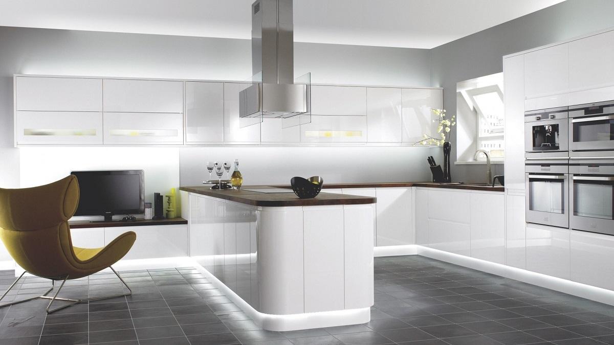 Красивая подсветка на кухне в стиле хай-тек