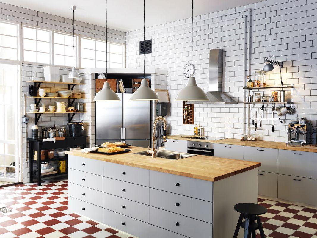 Люстры на кухне в стиле хай-тек