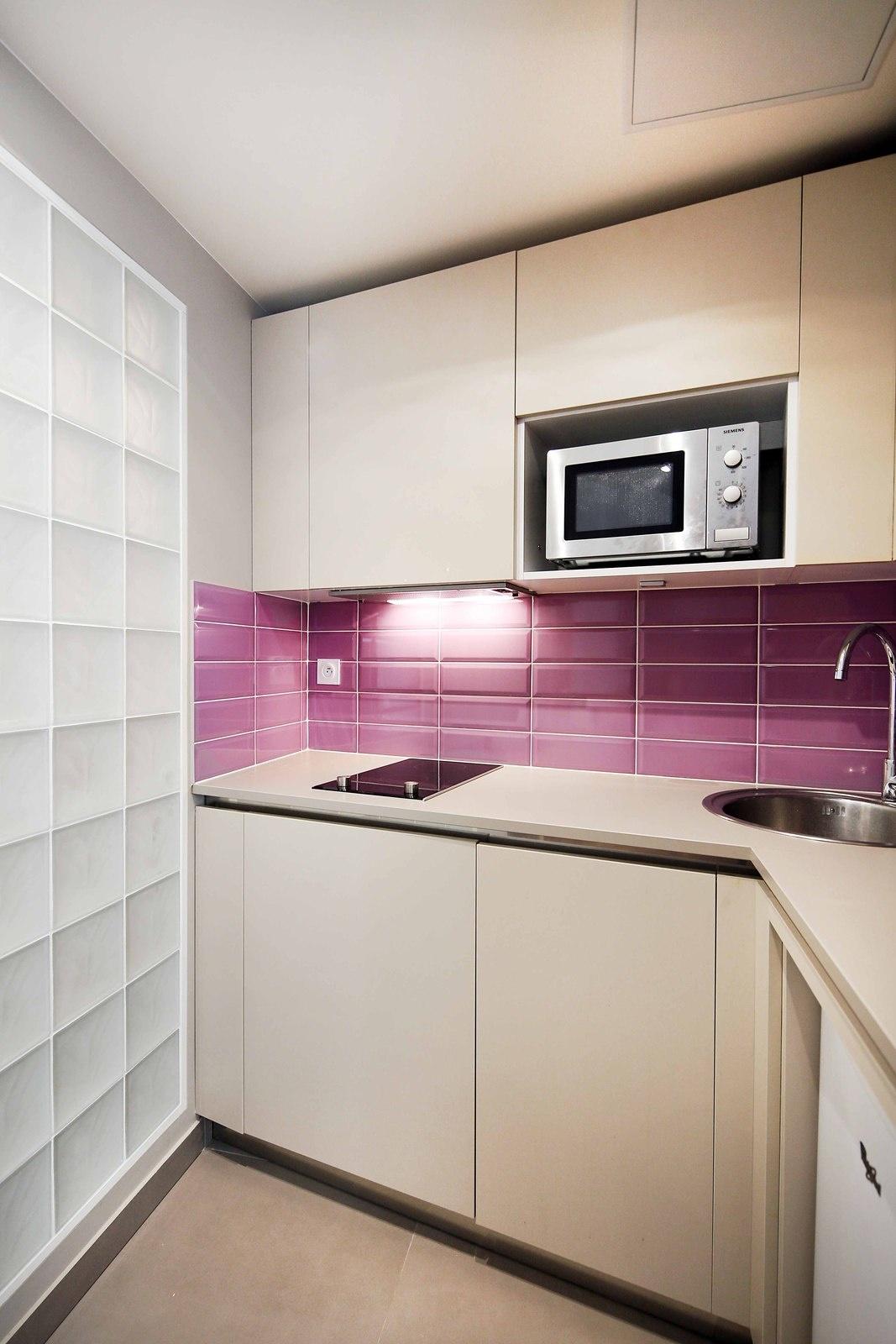 Дизайн кухни 20 кв м светлый