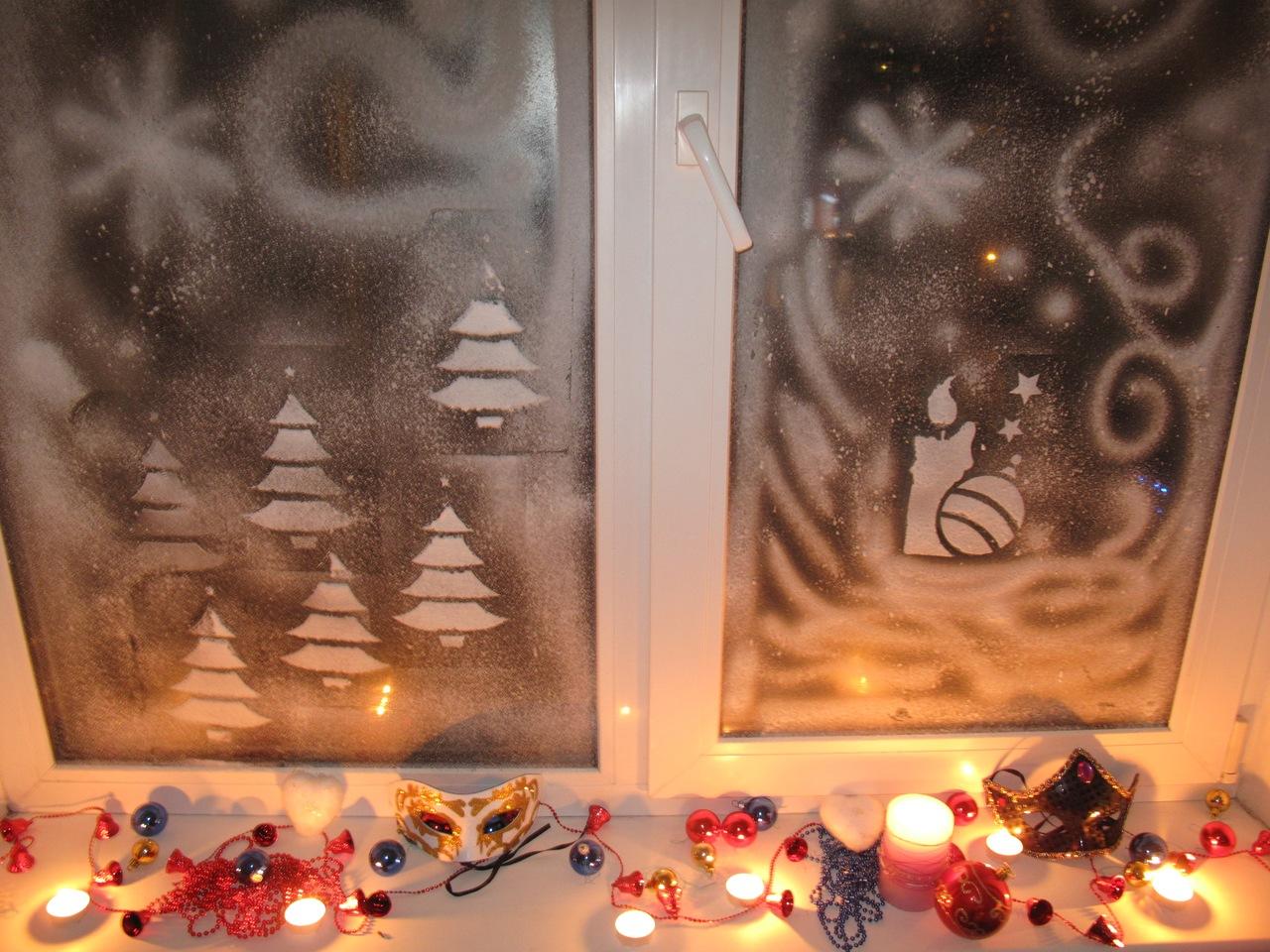Оформление окна к Новому году с помощью зубной пасты