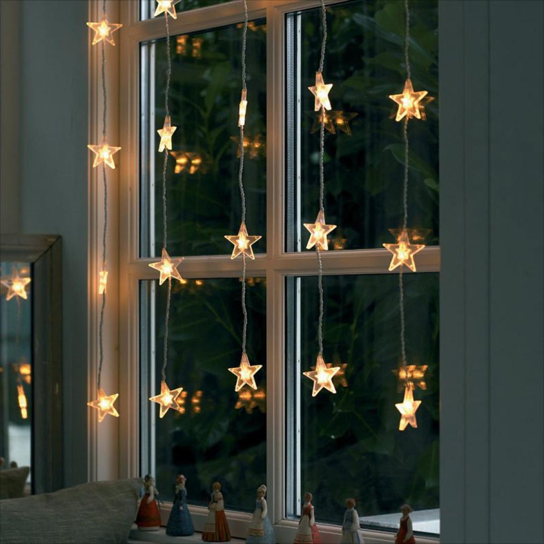 Гирлянда из светящихся звездочек на окно