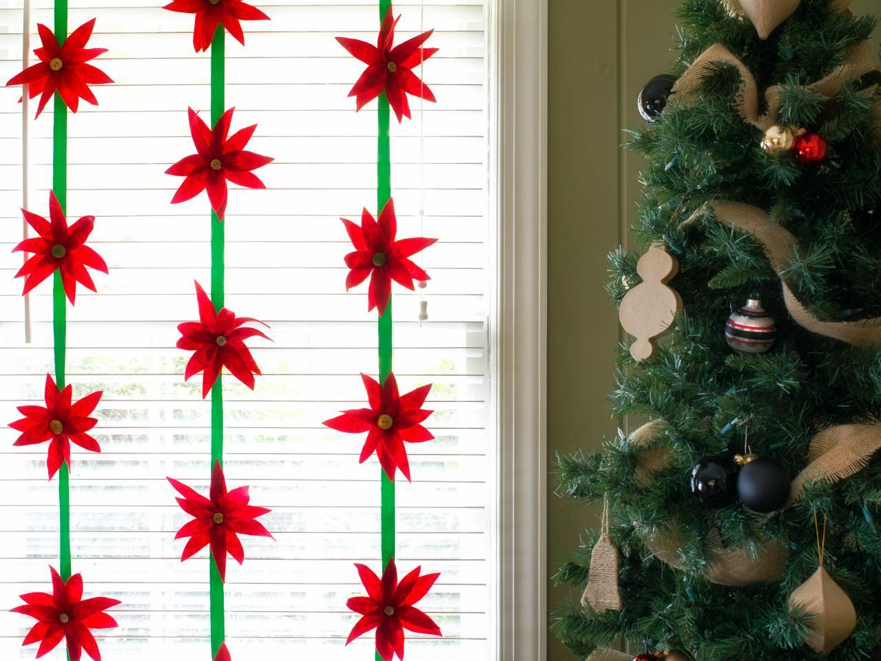 Оформление окна на фетровыми гирляндами на Новый год