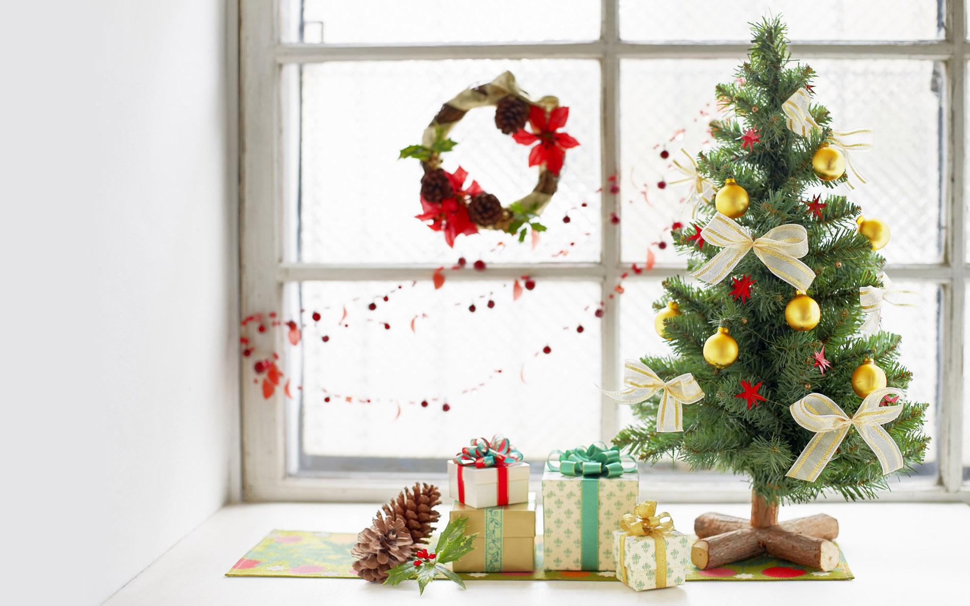 Красивое оформление окна к Новому году