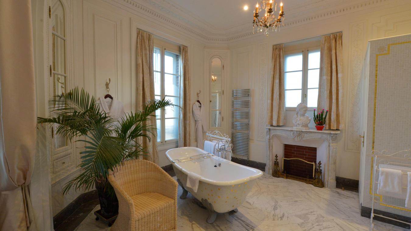 Плинтус на потолок ванной