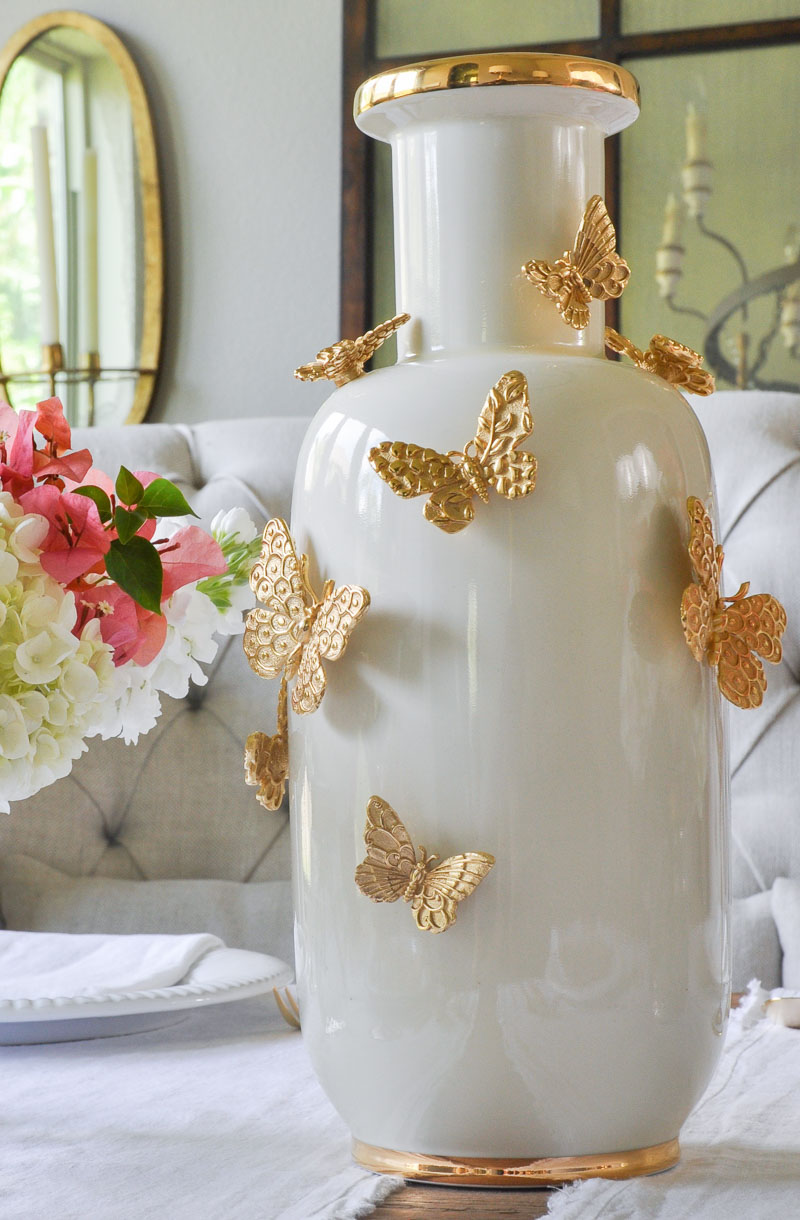Ваза с бабочками