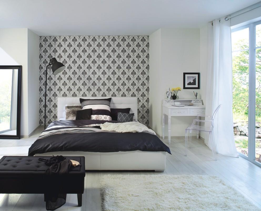 Черно-белые виниловые обои в спальне