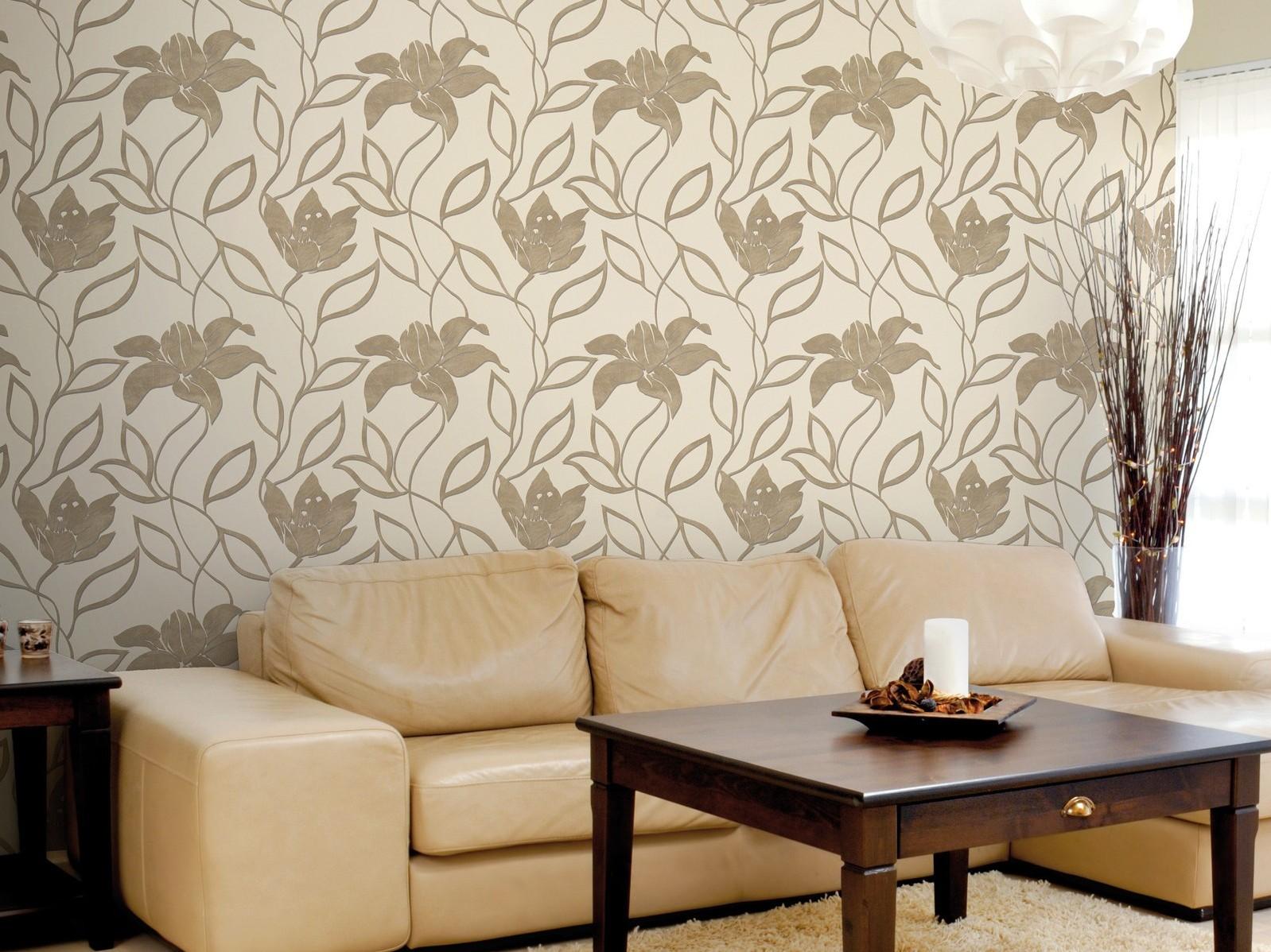 Бежево-коричневые виниловые обои в гостиной