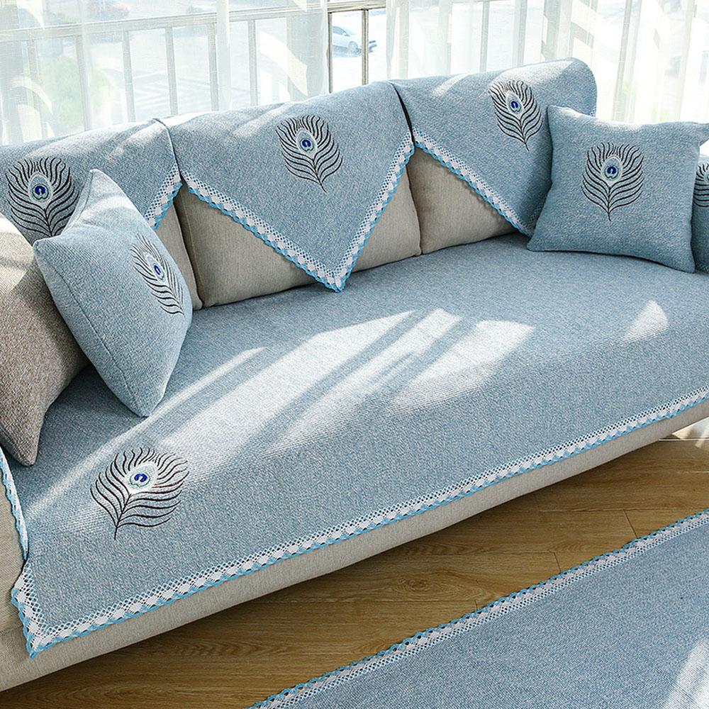 Чехол с вышивкой на диван