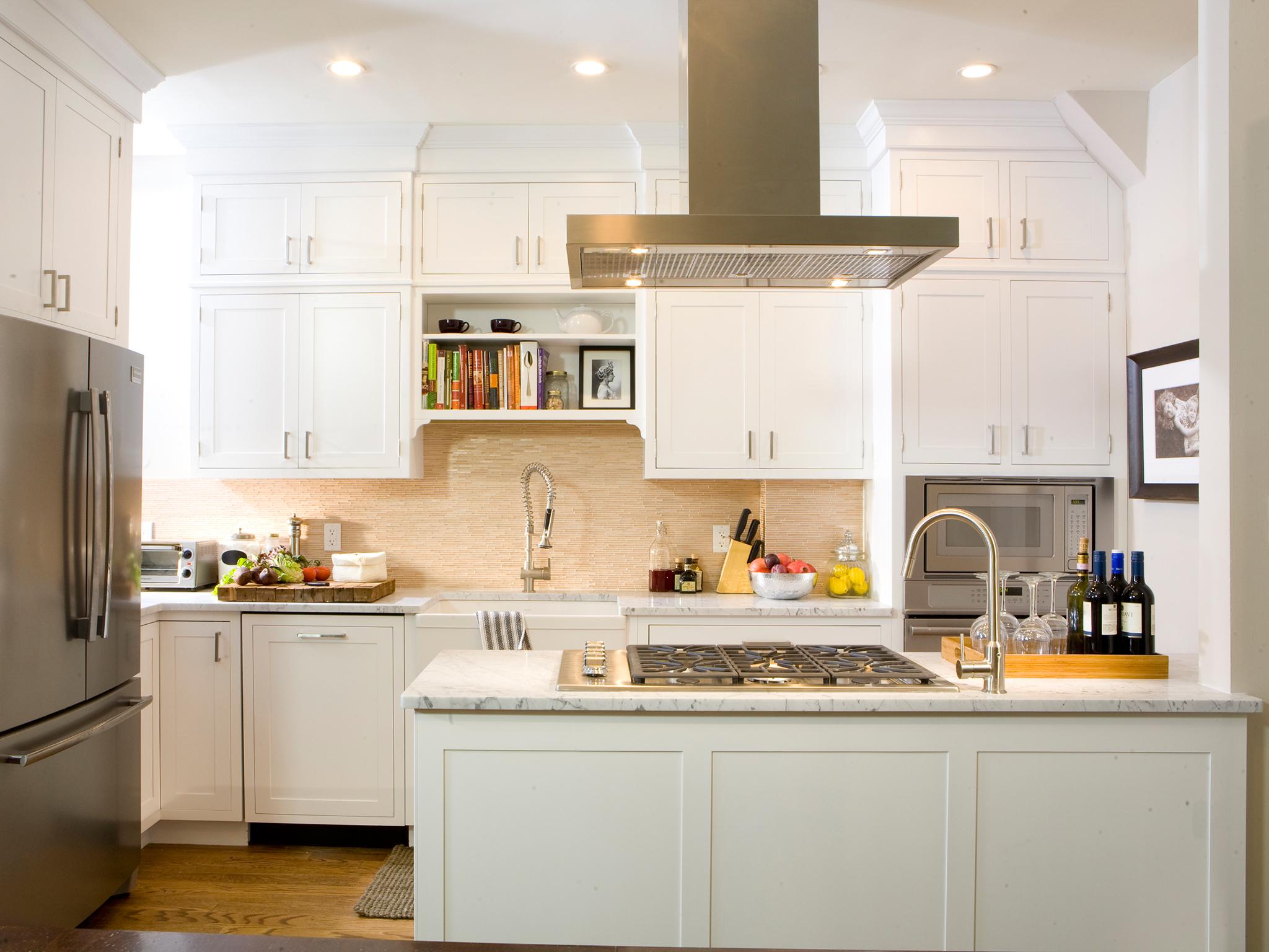 Кухня 14 кв. м с вытяжкой