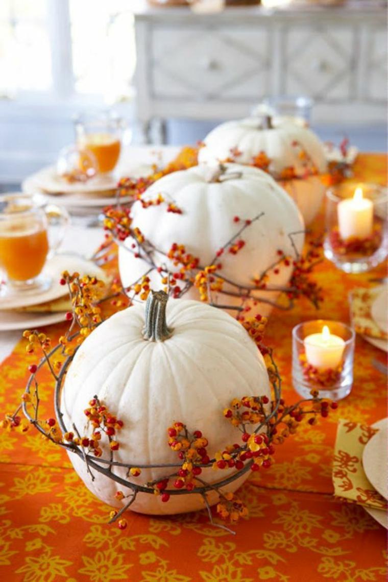Тыквы на хэллоуин с декором из ягод
