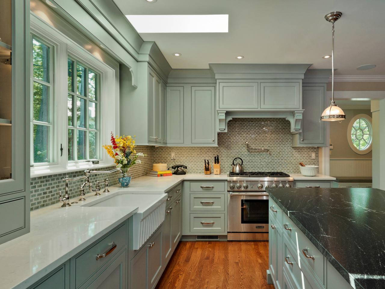 Кухня 14 кв. м зеленая