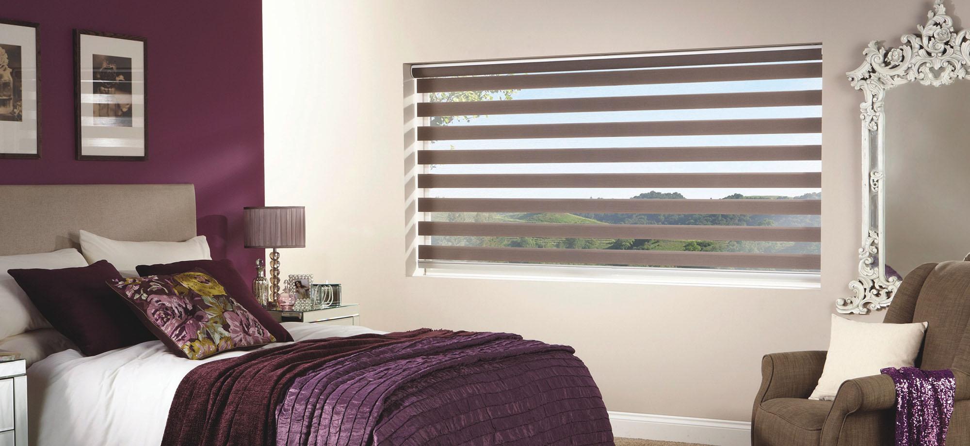 Рулонные шторы день-ночь в спальне