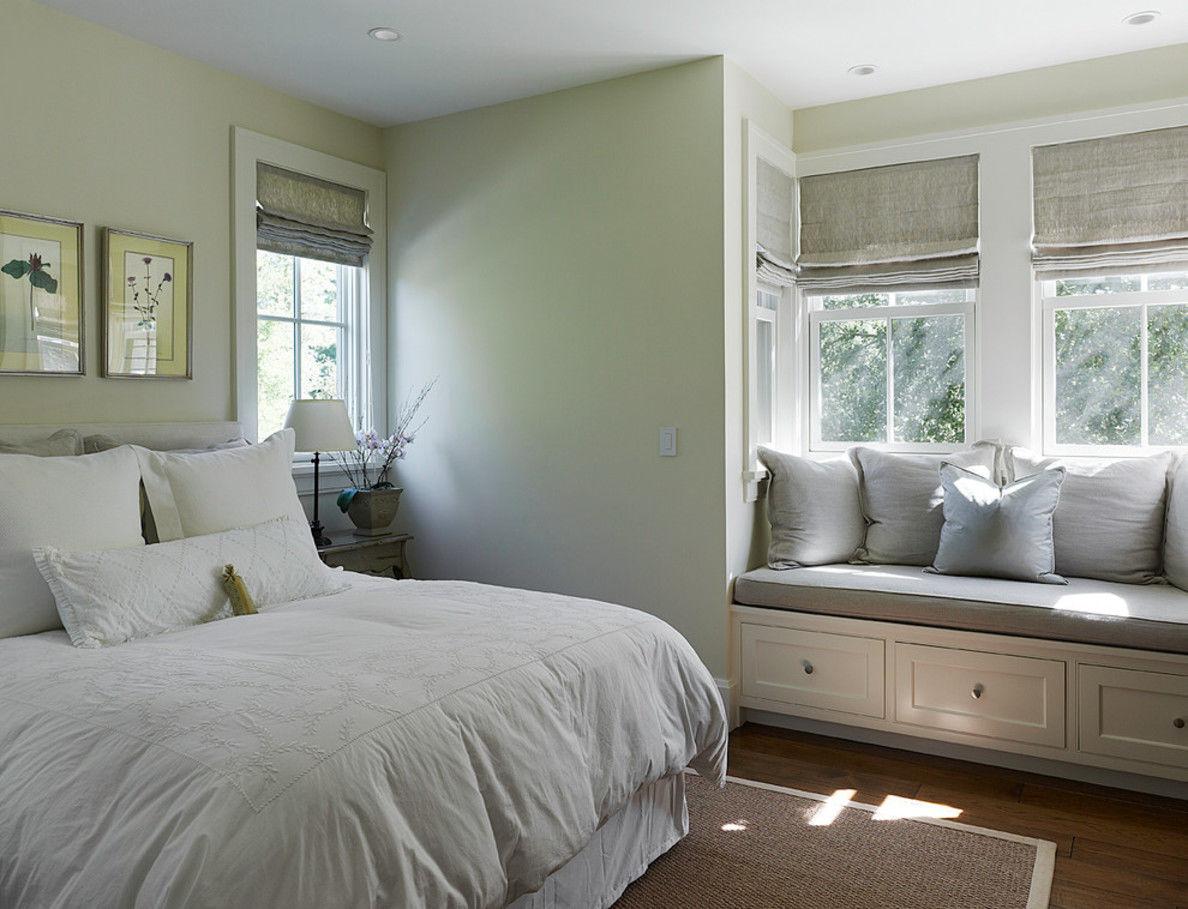 Серые римские шторы в дизайне спальни