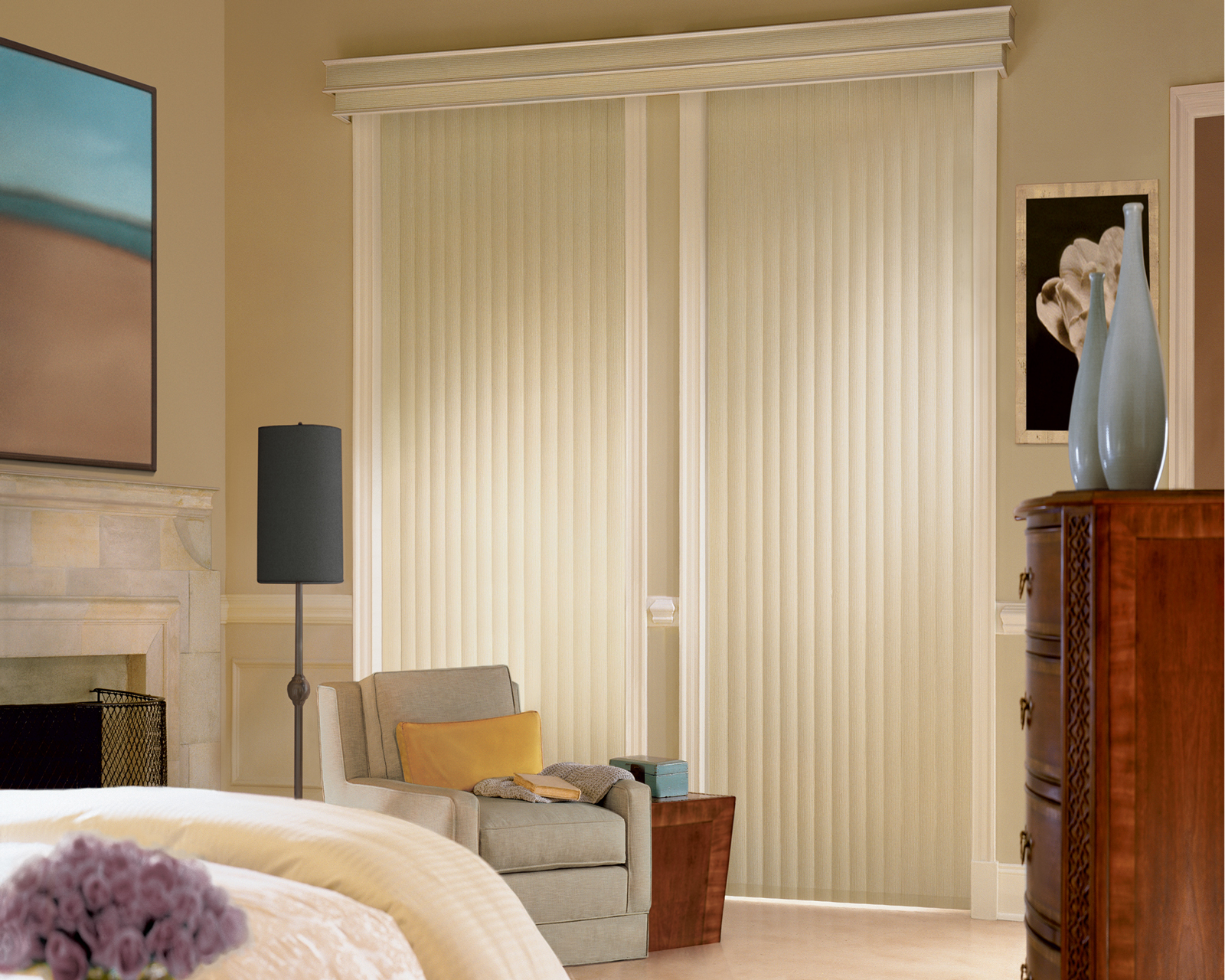 Вертикальные жалюзи в дизайне спальни