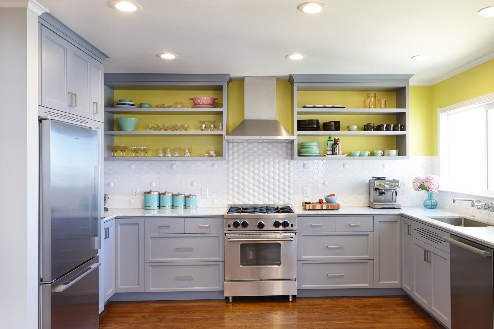 Кухня 14 кв. м желтая