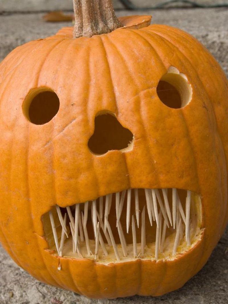 Тыквы на хэллоуин с зубочистками