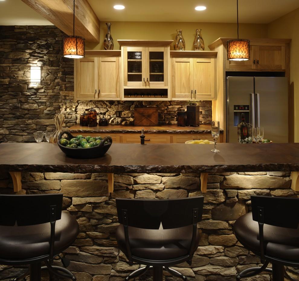 Каменная барная стойка на кухне