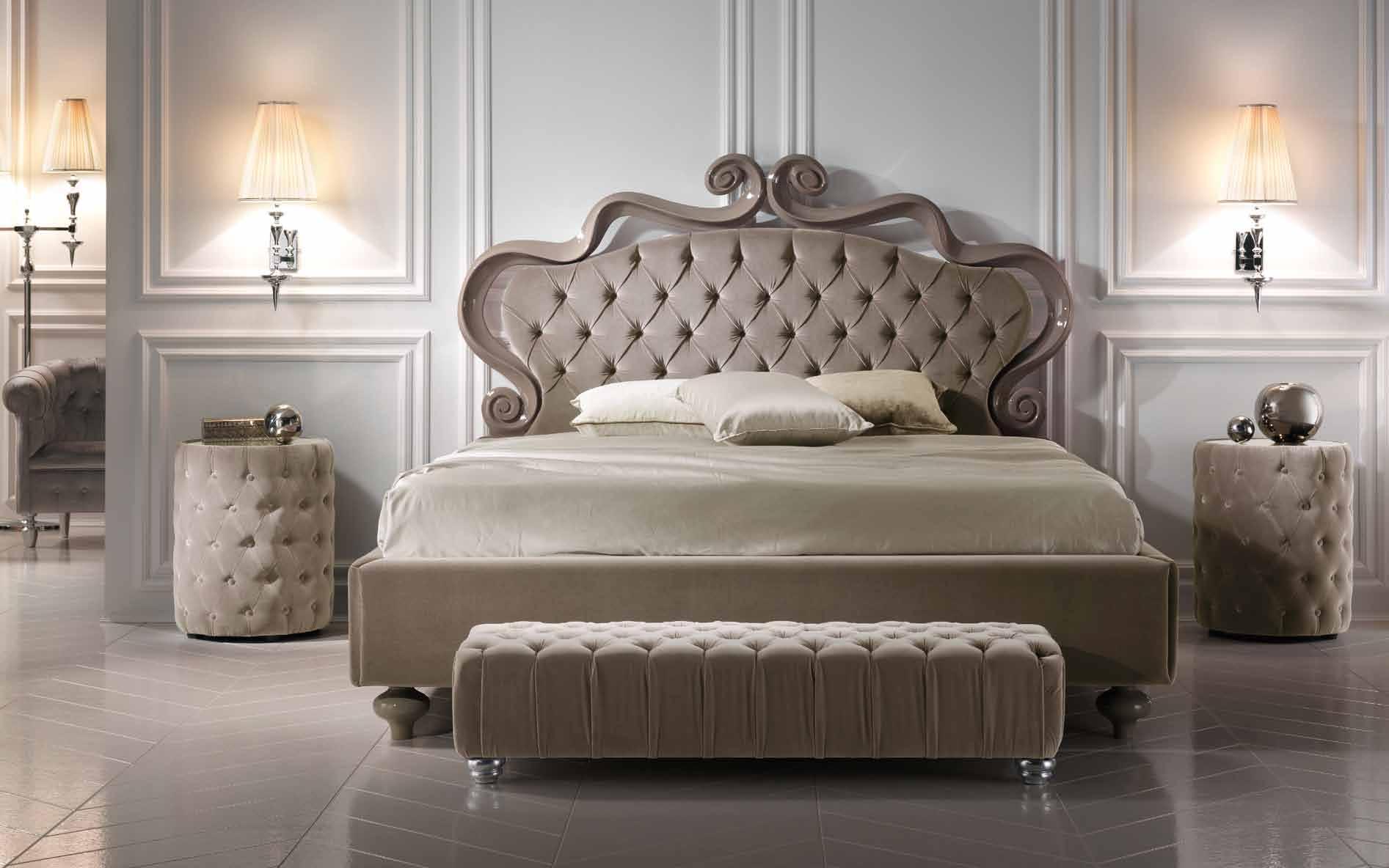Прикроватная банкетка в спальне
