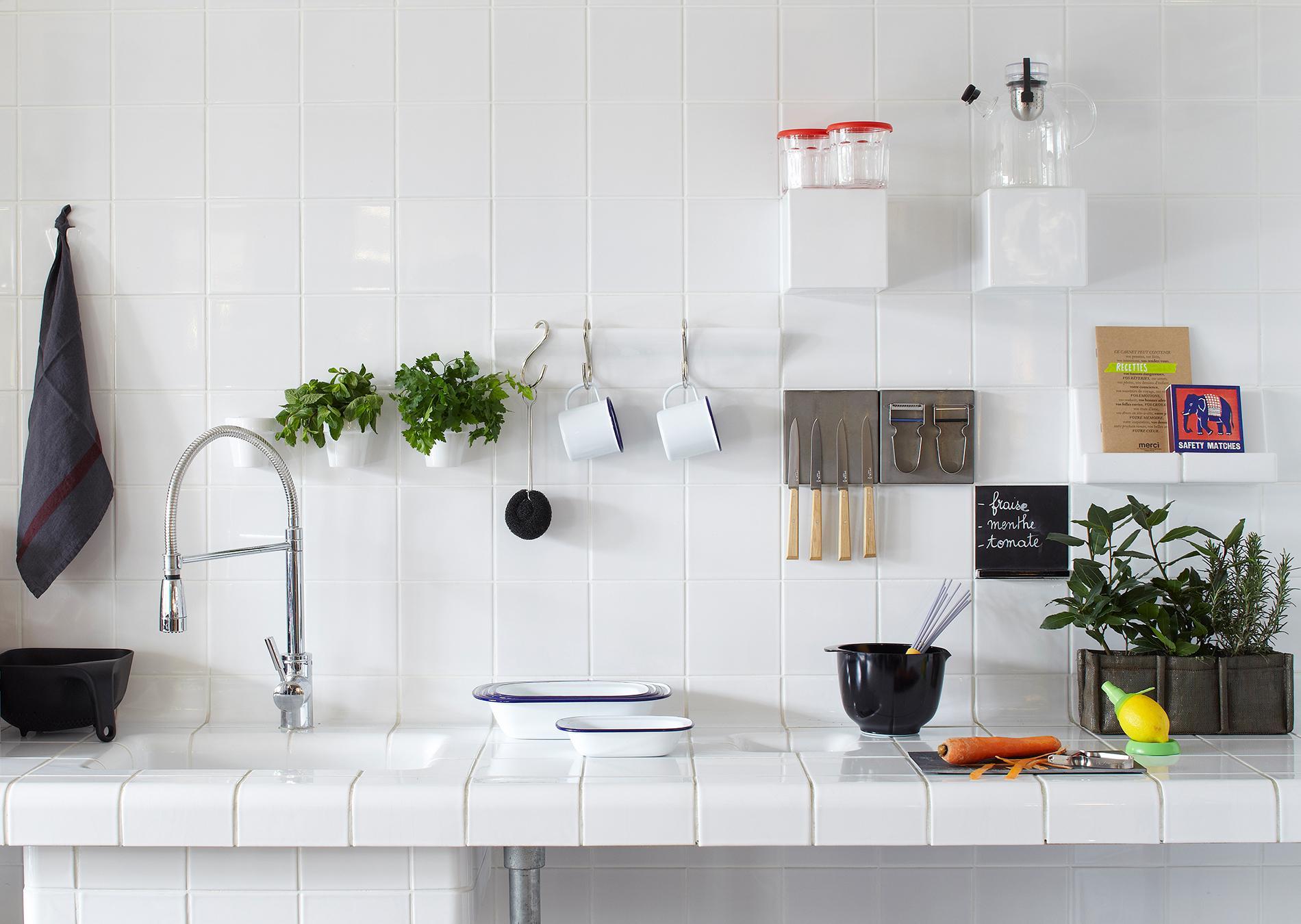 Белые аксессуары для кухни