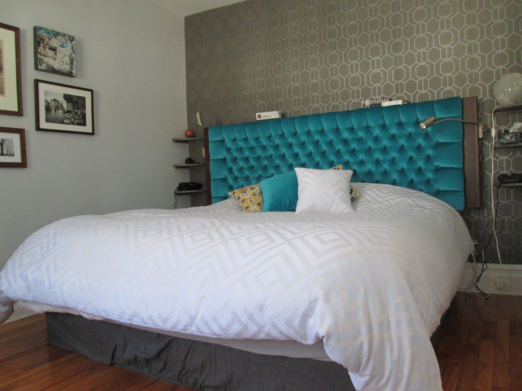 Кровать с мягким изголовьем бирюзовым