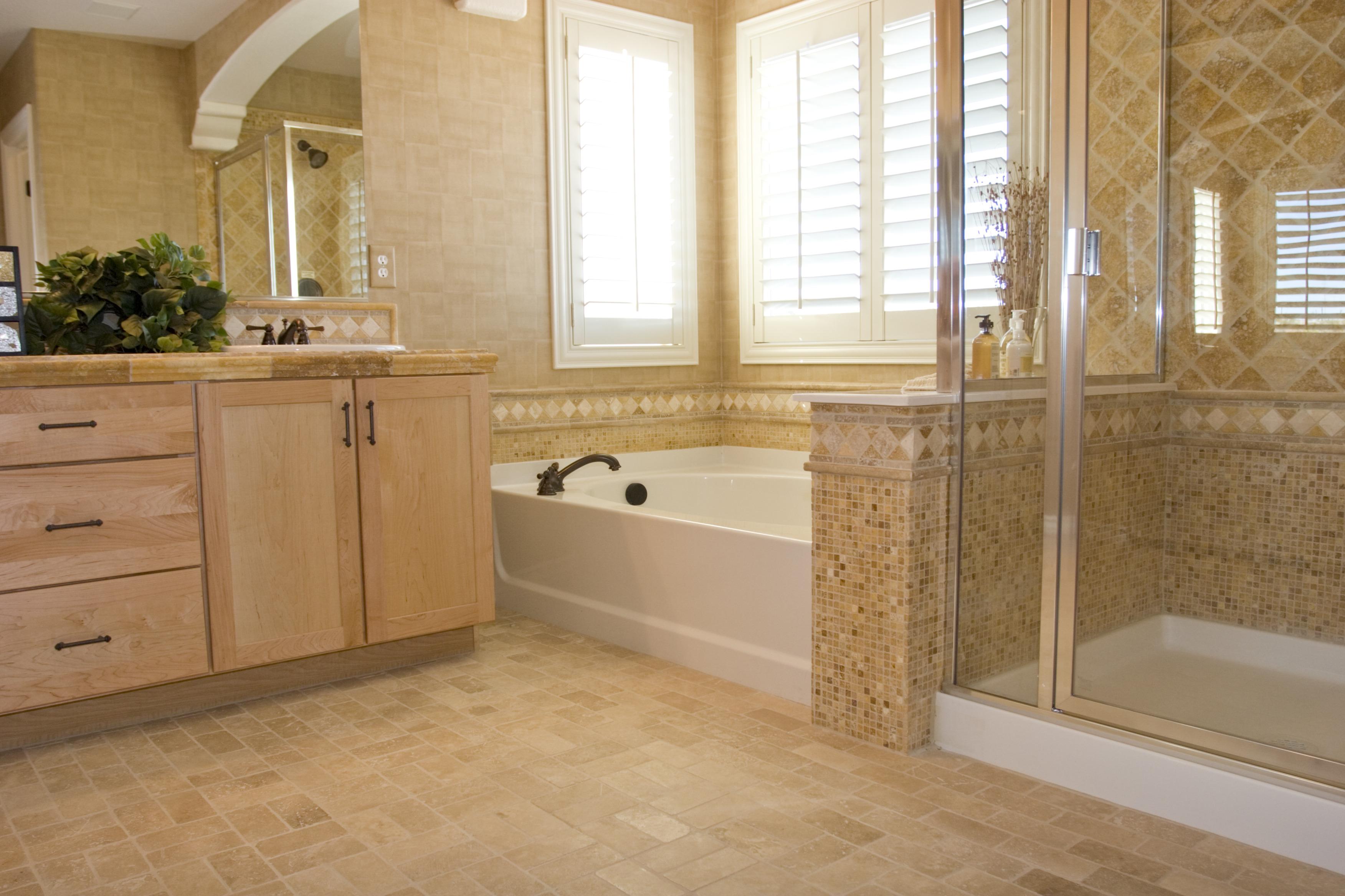 Бежевая ванная комната большая